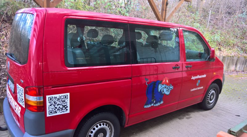 Neue Beklebung des Kreisjugendbus